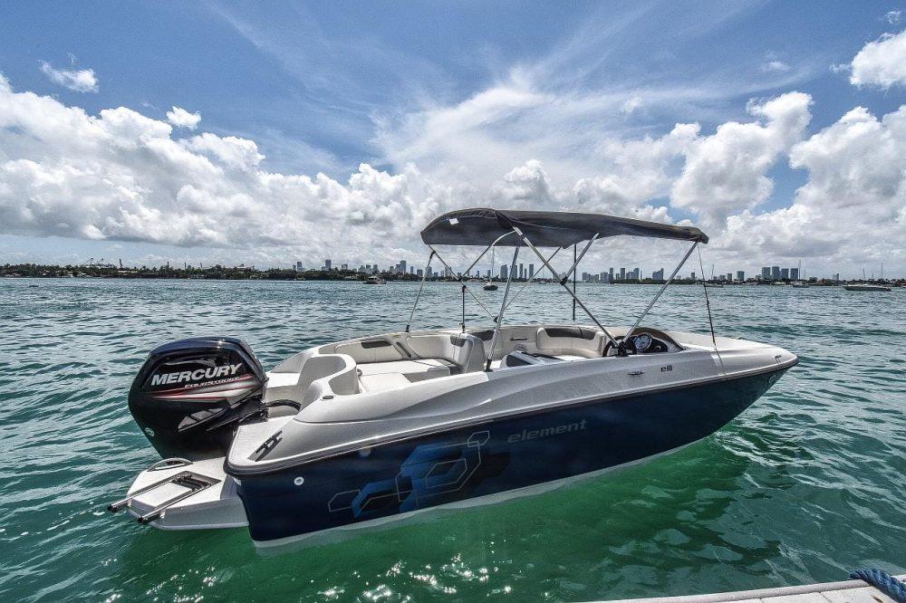 blue-sport-boat-for-rent